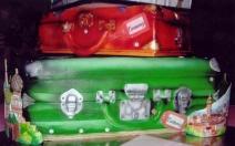 cake-suitcases